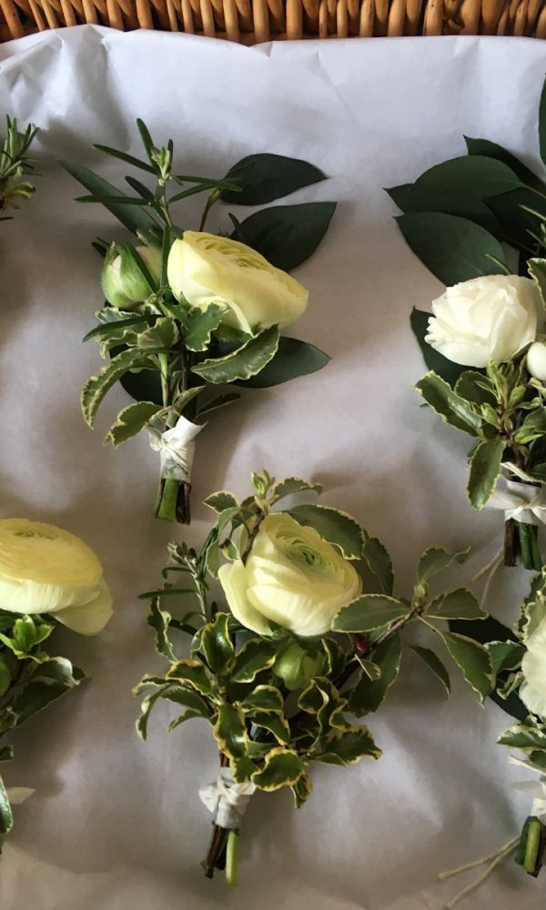 lorraine-neilgroomflowers-1600C16981CF-540B-DF14-1836-53BE24394FA1.jpeg